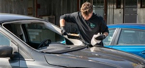 Auto Glass Repair Shop vs. Dealership: Who Should You Visit for a Windshield Replacement?