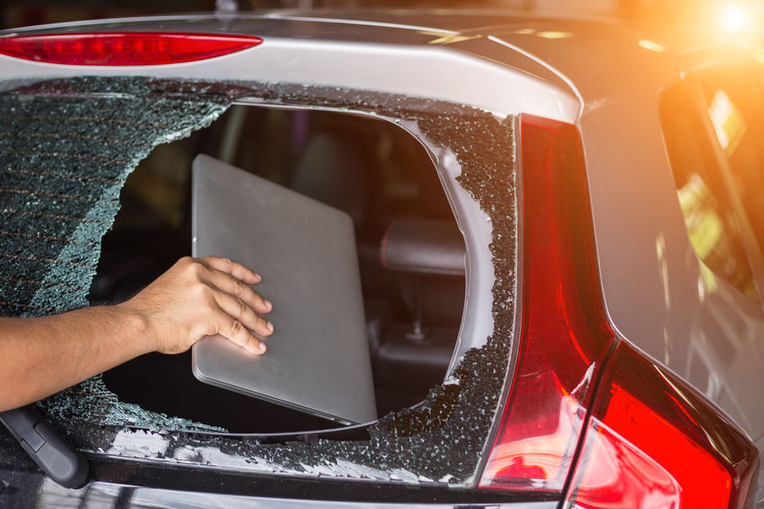 Rear Windshield Damage: Repair or Replace?