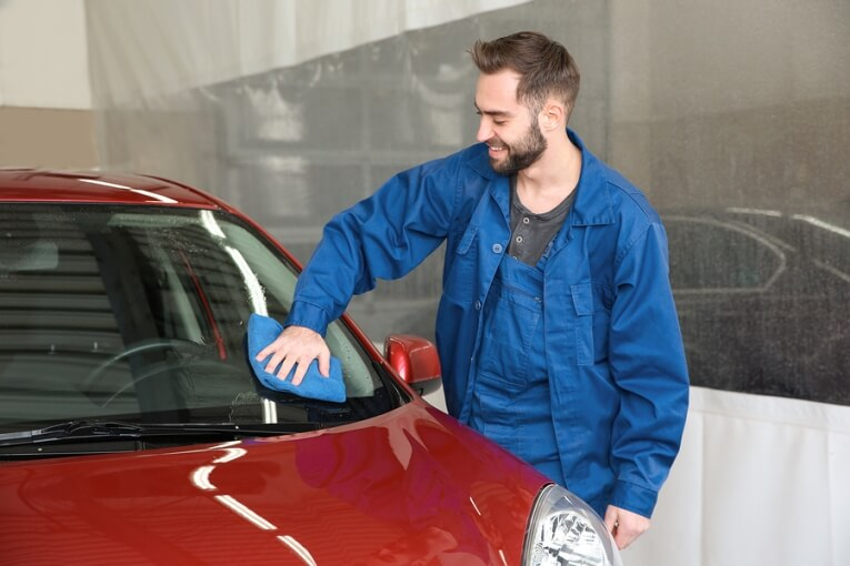 Cleaning Your Auto Glass: 3 Costly Mistakes to Avoid