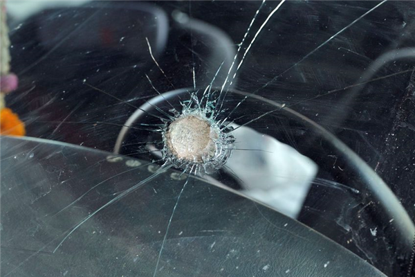 Should You Drive Your Car if Your Windshield is Smashed In?