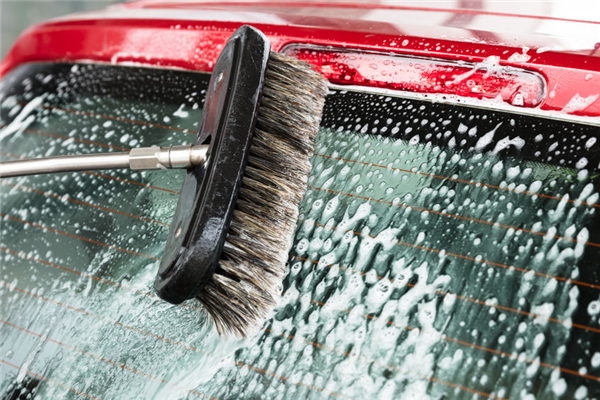 Common Mistakes to Avoid When Cleaning Auto Glass