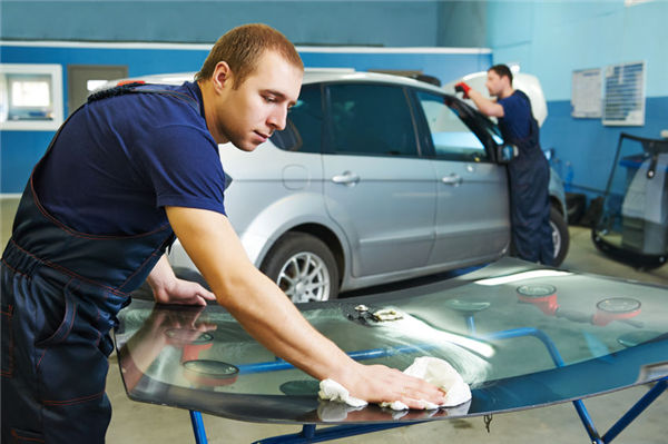 5 Ways to Identify a Faulty Windshield Installation