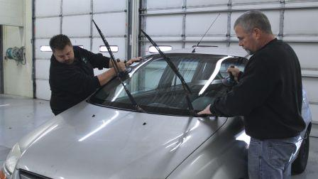 Does a Mobile Auto Glass Installer Offer the Same Services as a Non-Mobile Glass Installer?