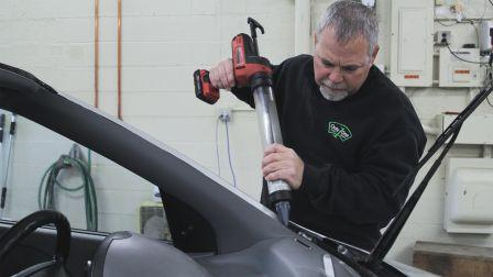 What to Look For When Hiring Auto Glass Installers