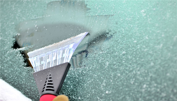Ways to De-Ice Your Windshield Without Damaging It
