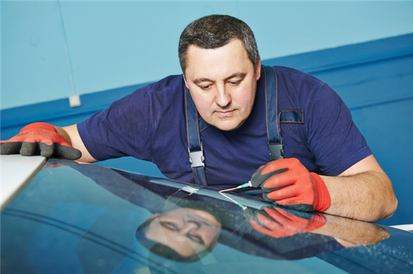 How to Protect Your Windshield Crack Against Heat Extremes Until You Can Get It Repaired