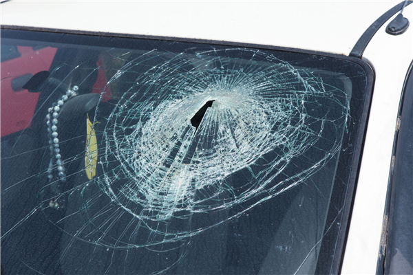 The Do's & Dont's of Broken Auto Glass Repair